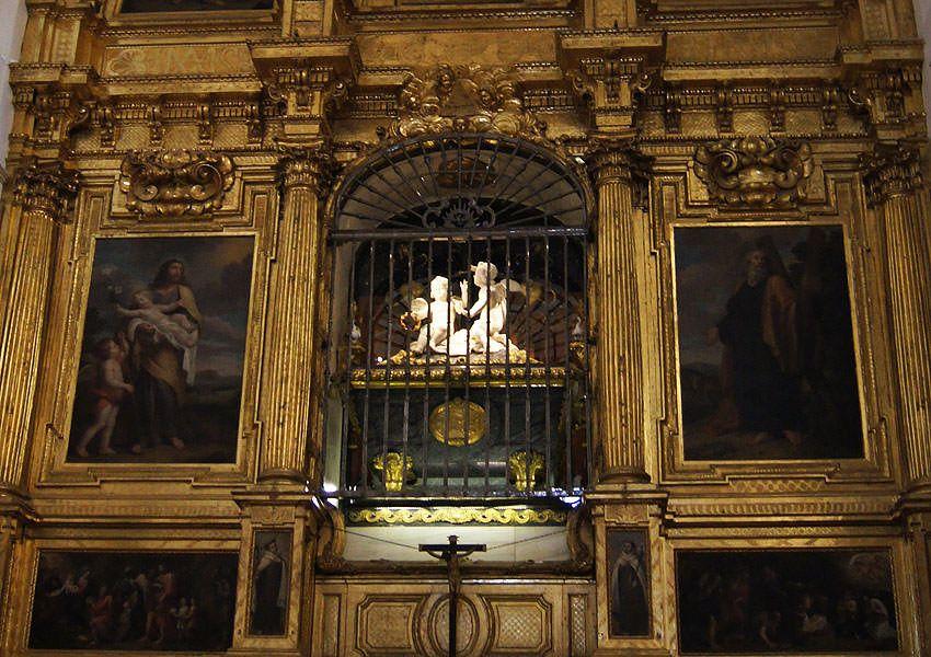 Alba de Tormes. Sepulcro de Santa Teresa